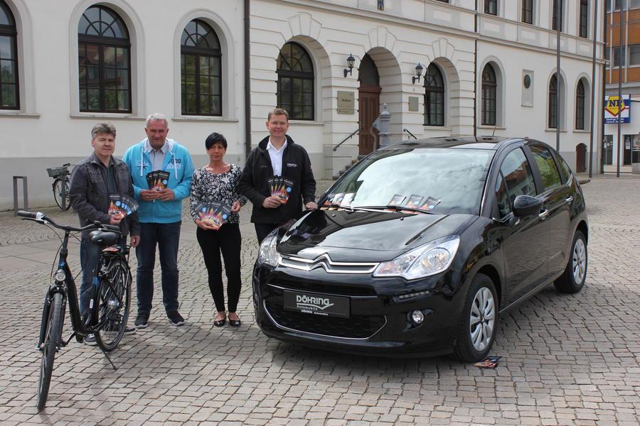 v.l: Helge Danker, Dennis Hampel, Petra Huth (Abt. Kultur), Tobias Döhring