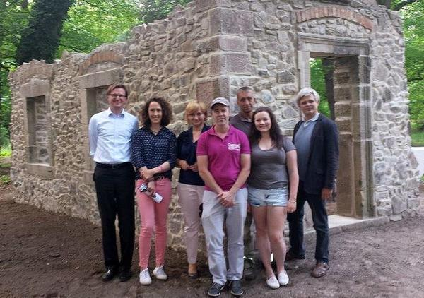 Gruppenfoto nach baulicher Fertigstellung von
