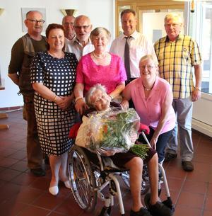 Auch der Flechtinger Bürgermeister (rechts neben Haldenslebens Bürgermeisterin) gratulierte seiner ehemaligen Einwohnerin