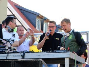 Fabian Damerau mit Oliver Pocher auf dem Disco-Truck
