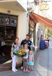 Bürgermeisterin Regina Blenkle gratulierte Mike Lippmann zum 40. Betriebsjubiläum