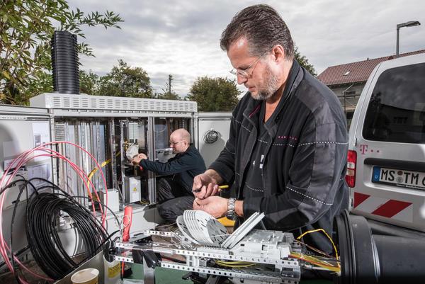Telekom-Mitarbeiter beim Netzausbau Foto: Deutsche Telekom AG