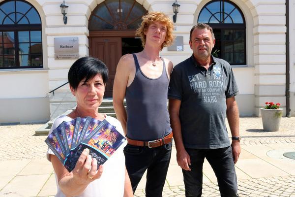 Chef-Organisatorin Petra Huth von der Stadtverwaltung mit Michael Dörheit und Wolfgang Reinecke (re.)