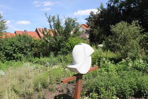 Skulptur im Weißen Garten