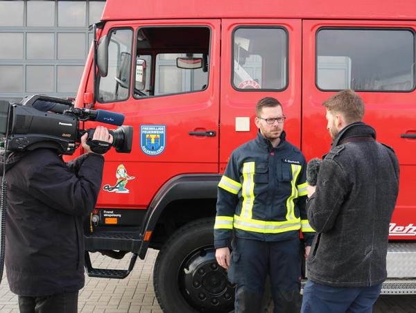 MDR-Dreh zum Verkauf des Löschfahrzeugs (Sendetermin: 9. März - MDR Sachsen-Anhalt heute)