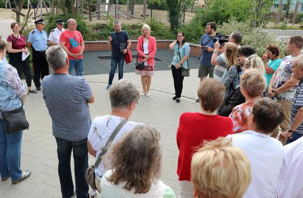 Bu: Die stellv. Bürgermeisterin Sabine Wendler hatte mehr als 30 Teilnehmer begrüßt.