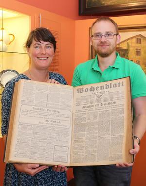 Was passierte genau vor 100 Jahren in Haldensleben? Judith Vater und Matthias Gaertig lesen am Eröffnungsabend im Museum u.a. aus einer 100 Jahre alten Wochenblatt-Zeitung.