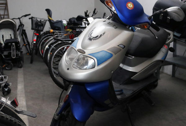Dieser Motorroller (Typ: Pegasus Corona) wird auch versteigert.