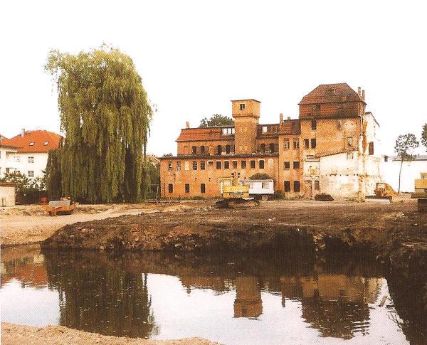 Alte Keramikfabrik vor dem Umbau zur KulturFabrik